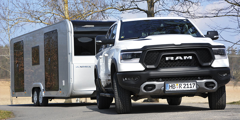 Dodge RAM 1500 Rebel a Adria Astella 704 HP